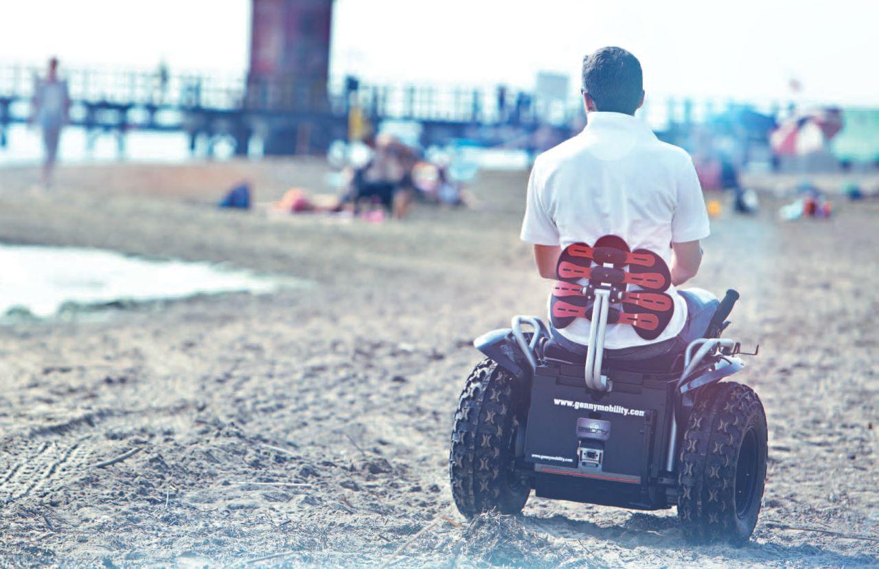 silla de ruedas eléctrica todo terrenos de Genny Mobility, la única silla que te permitirá desplazarte con tu silla de ruedas por cualquier supericie, da igual si es nieve, arena de la playa o caminos de campo. Mira.